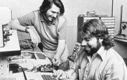 2BF7F6F900000578-3222400-Mr_Jobs_left_and_Mr_Wozniak_met_in_1971_when_they_were_introduce-a-5_1441371031295